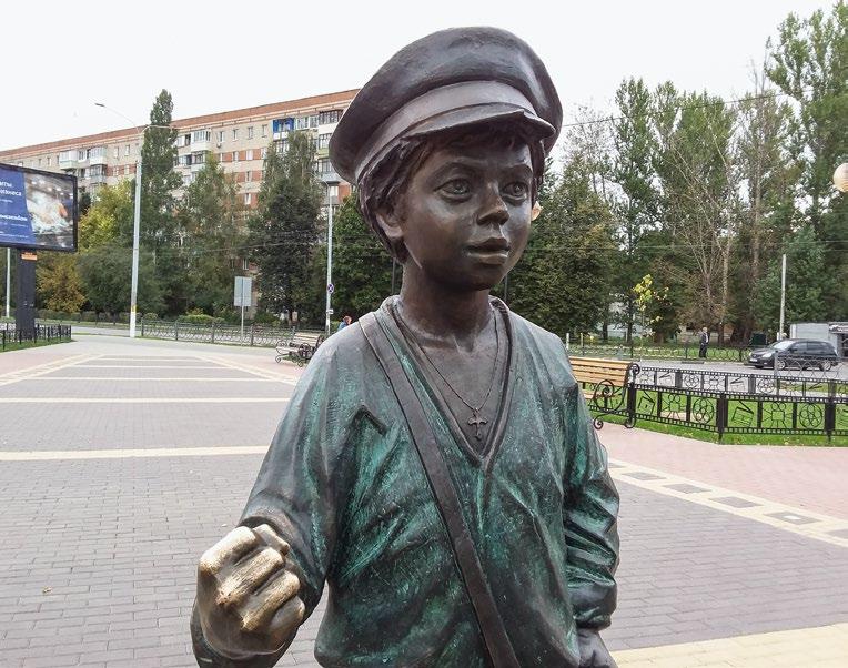 Памятник кинорежиссеру Евгению Карелову («Мишка Нахаленок»)
