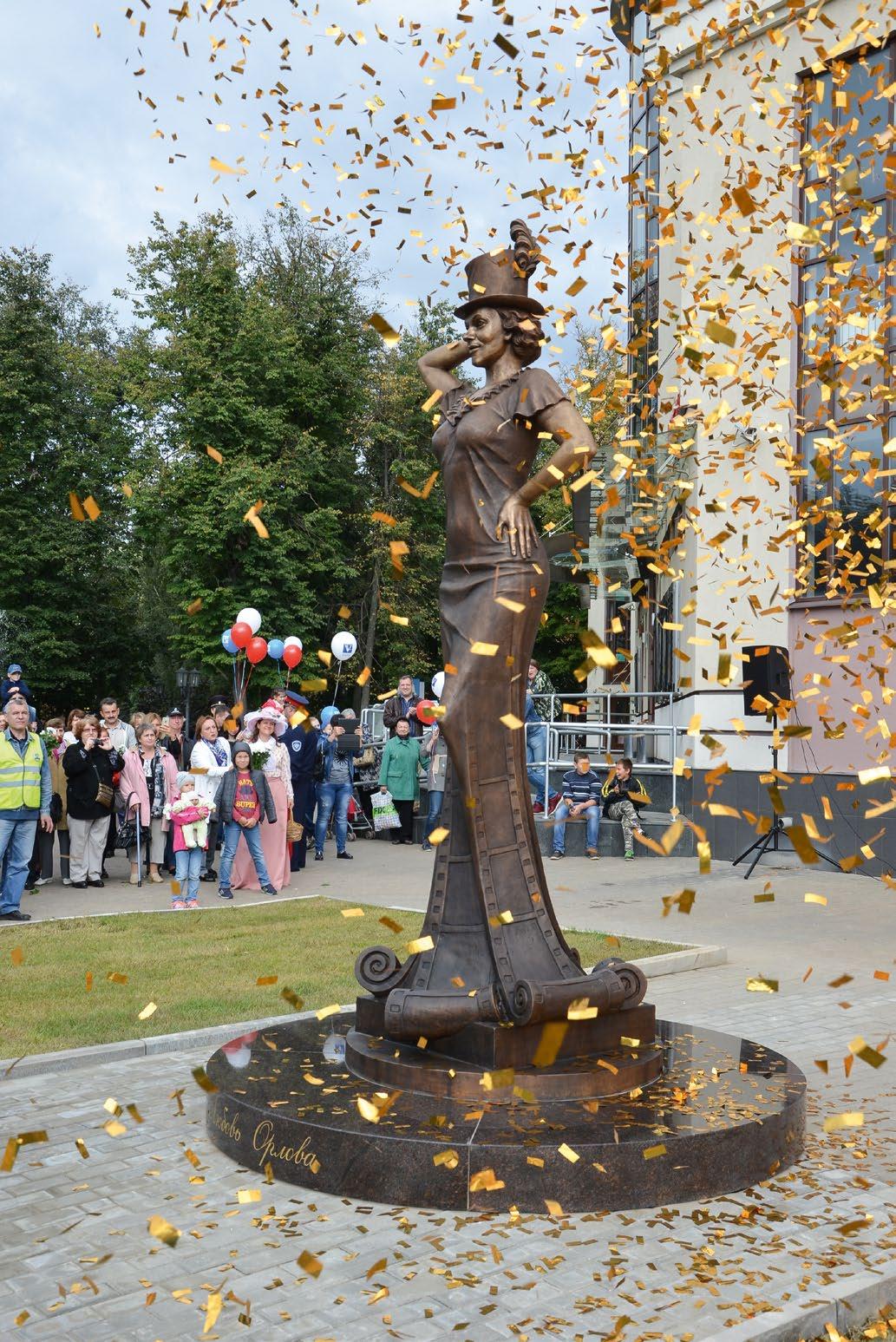 Памятник актрисе Любови Орловой в Звенигороде