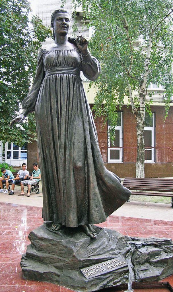 Памятник певице Валентине Толкуновой изготовлен из бронзы на скульптурном предприятии «Лит Арт». Установлен в Белореченске Краснодарского края в 2011 году.