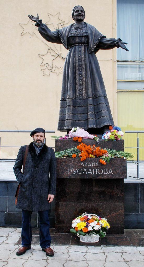 Памятник певице Лидии Руслановой изготовлен из бронзы на скульптурном предприятии «Лит Арт». Установлен в Саратове в 2018 году.