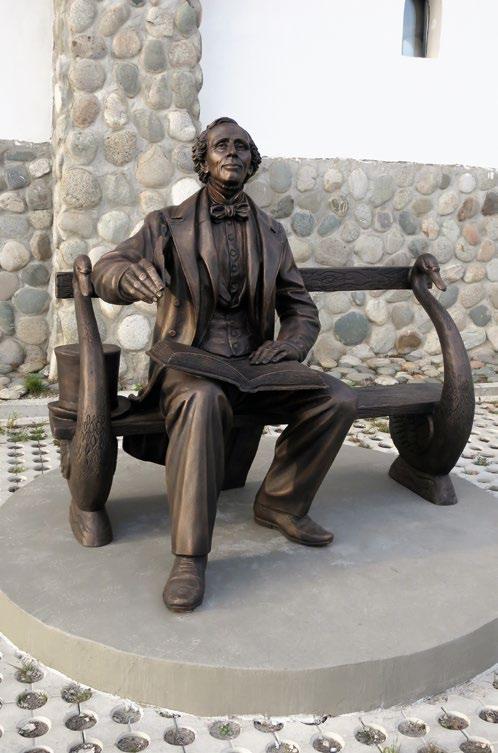 Памятник Андерсену в деревне Петрово, культурный центр «Этномир»