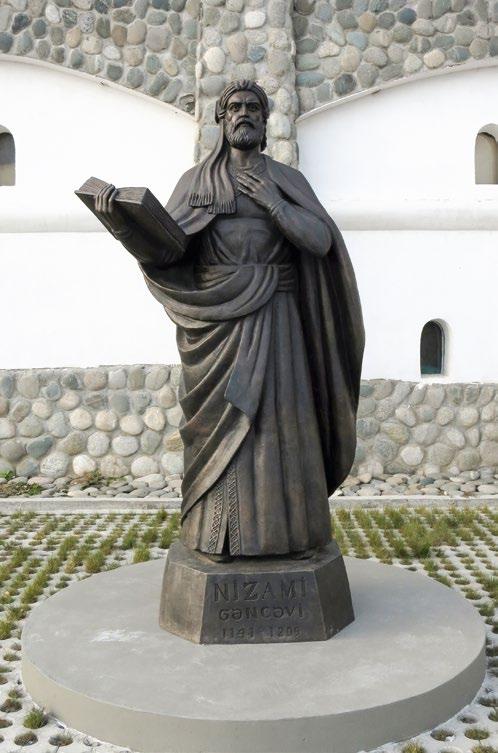 Памятник НИЗАМИ в деревне Петрово, культурный центр «Этномир»
