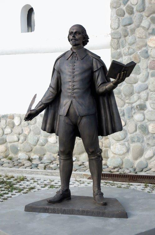 Памятник Шекспиру в деревне Петрово, культурный центр «Этномир»