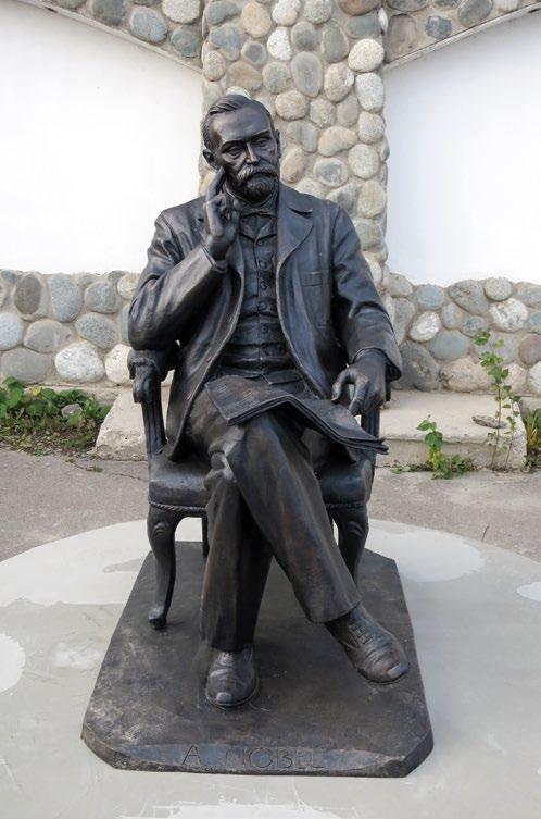 Памятник Нобелю в деревне Петрово, культурный центр «Этномир»