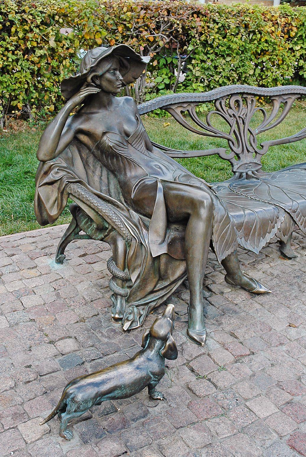 Памятник незнакомке в городе Раменское