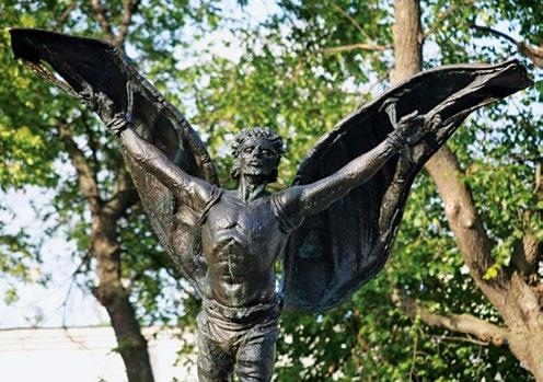 Памятник воздухоплавателям изготовлен из бронзы на скульптурном предприятии «Лит Арт». Установлен в Кунгуре в 2009 году.