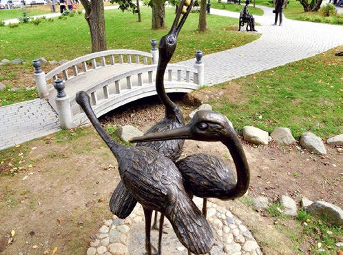 Скульптура «Встреча с незнакомкой» в Южно-Сахалинске | Портфолио