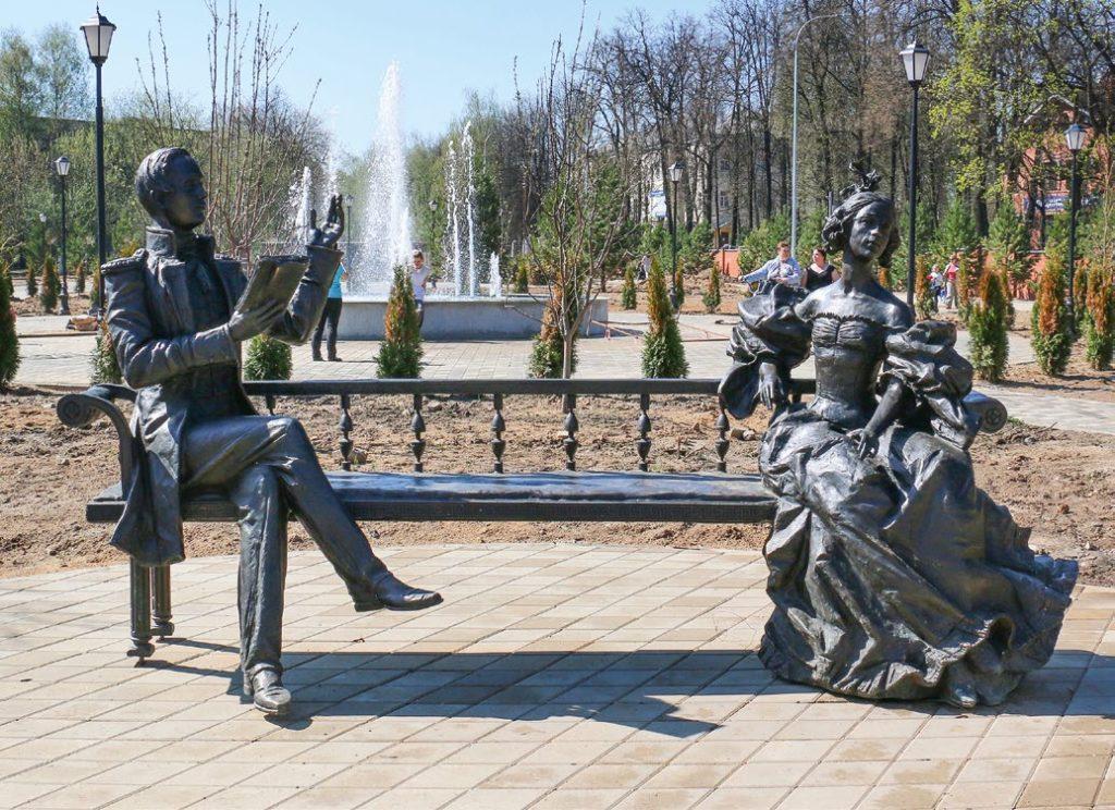 Памятник Лермонтову и его возлюбленной изготовлен из бронзы на скульптурном предприятии «Лит Арт». Установлен в Лосино-Петровском Московской области в 2017 году.