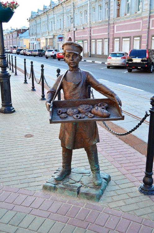 Скульптура «Мальчик с бубликами» изготовлена из бронзы на скульптурном предприятии «Лит Арт». Установлена в Нижнем Новгороде в 2013 году.