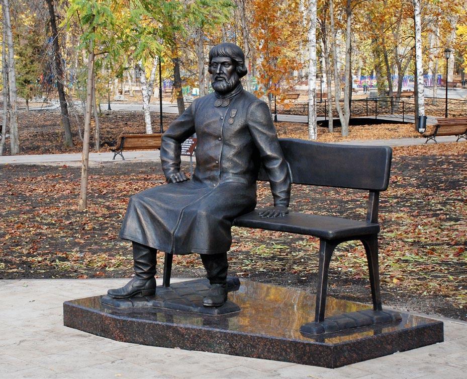 Памятник купцу Петру Сапожникову изготовлен из бронзы на скульптурном предприятии «Лит Арт». Установлен в Вольске Саратовской области в 2017 году.