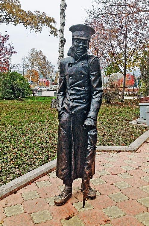 Скульптура «Человек в футляре» изготовлена из бронзы на скульптурном предприятии «Лит Арт». Установлена в Южно-Сахалинске в 2013 году.