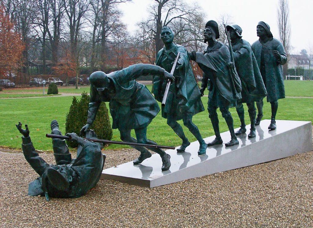 Скульптура «Слепцы» по картине Брейгеля изготовлена из бронзы на скульптурном предприятии «Лит Арт». Установлена в Гааге.