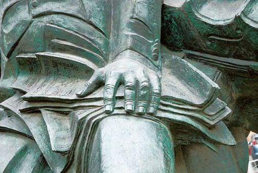 Памятник композитору Араму Хачатуряну в Москве   Портфолио