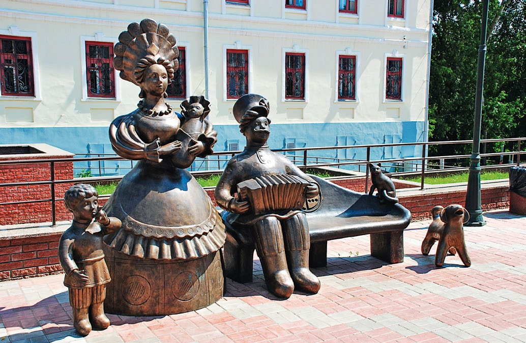 Памятник семье в Кирове