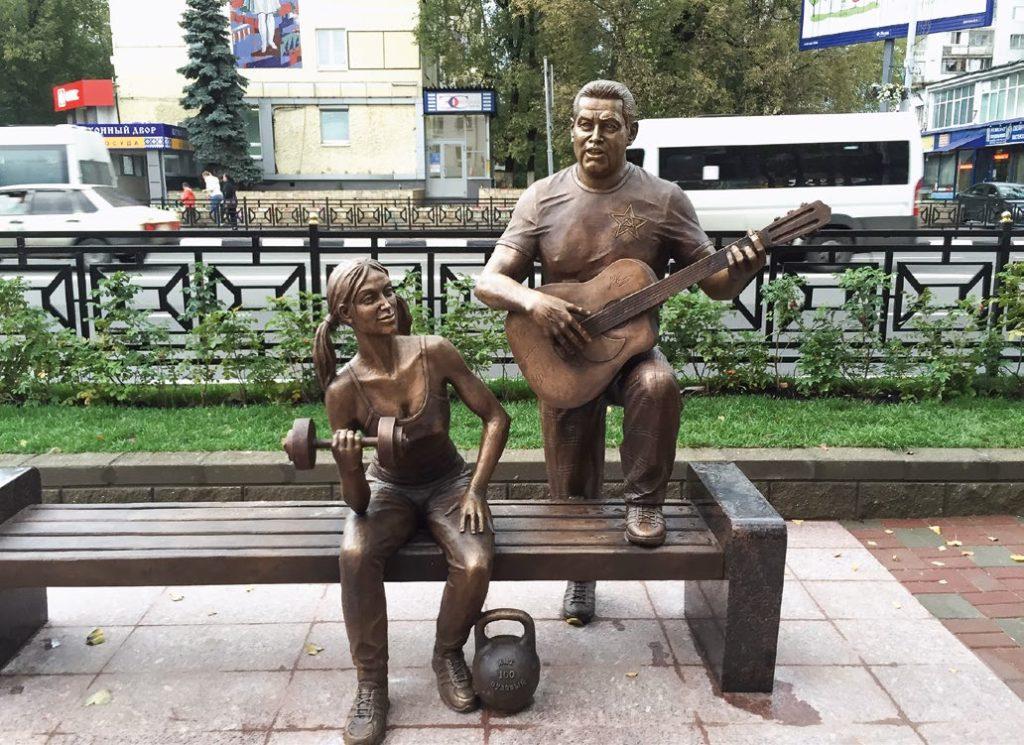 Памятник «Ребята с нашего двора» изготовлен из бронзы на скульптурном предприятии «Лит Арт». Установлен в Люберцах Московской области в 2015 году.