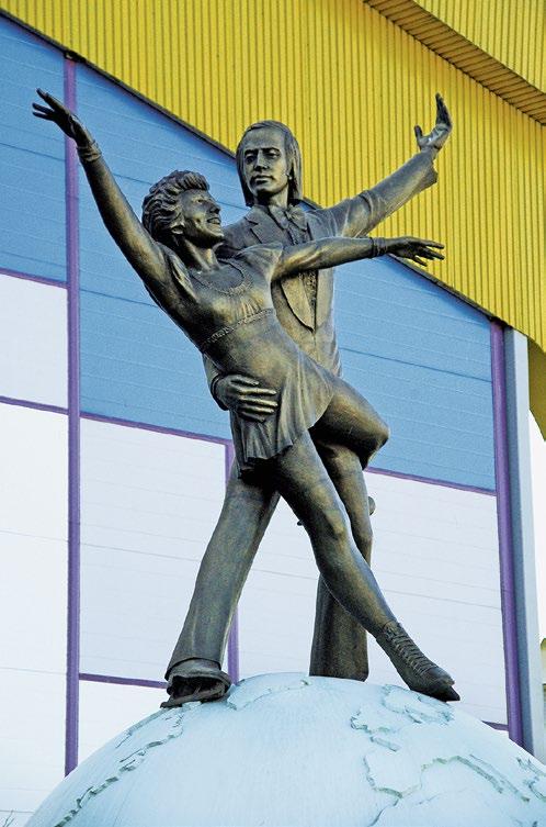Памятник фигуристам Людмиле Пахомовой и Александру Горшкову в Одинцово