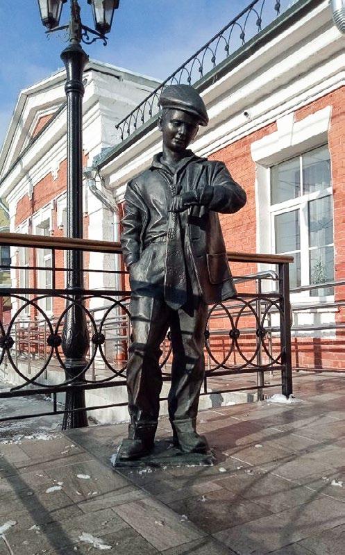 Скульптура «Ожидающий мальчик» в Туле