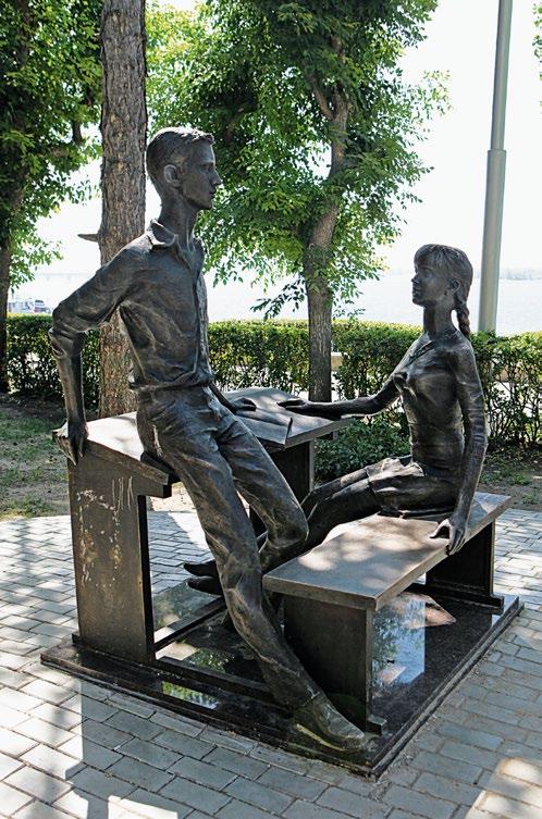Памятник одноклассникам в Саратове