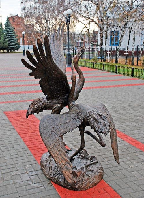 Памятник «Журавли» изготовлен из бронзы на скульптурном предприятии «Лит Арт». Установлен в поселке Мучкапский Тамбовской области.