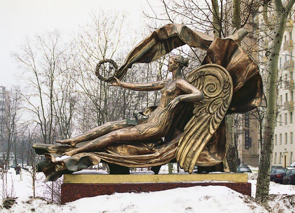 Скульптура «Аллегория воздуха» изготовлена из бронзы на скульптурном предприятии «Лит Арт». Установлена в Москве в 2005 году.