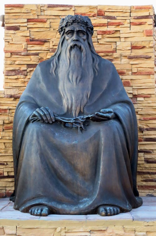 Скульптура «Четыре мудреца» в деревне Петрово
