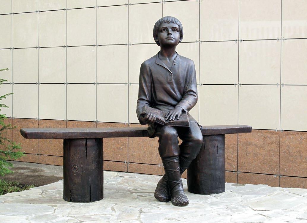 Скульптура «Читающий Михайло Ломоносов» в Москве