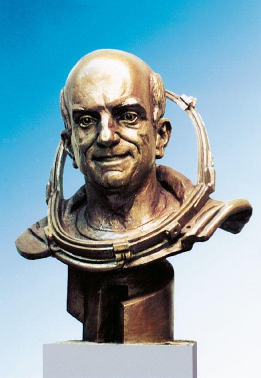 Бюст первого космического туриста Денниса Тито