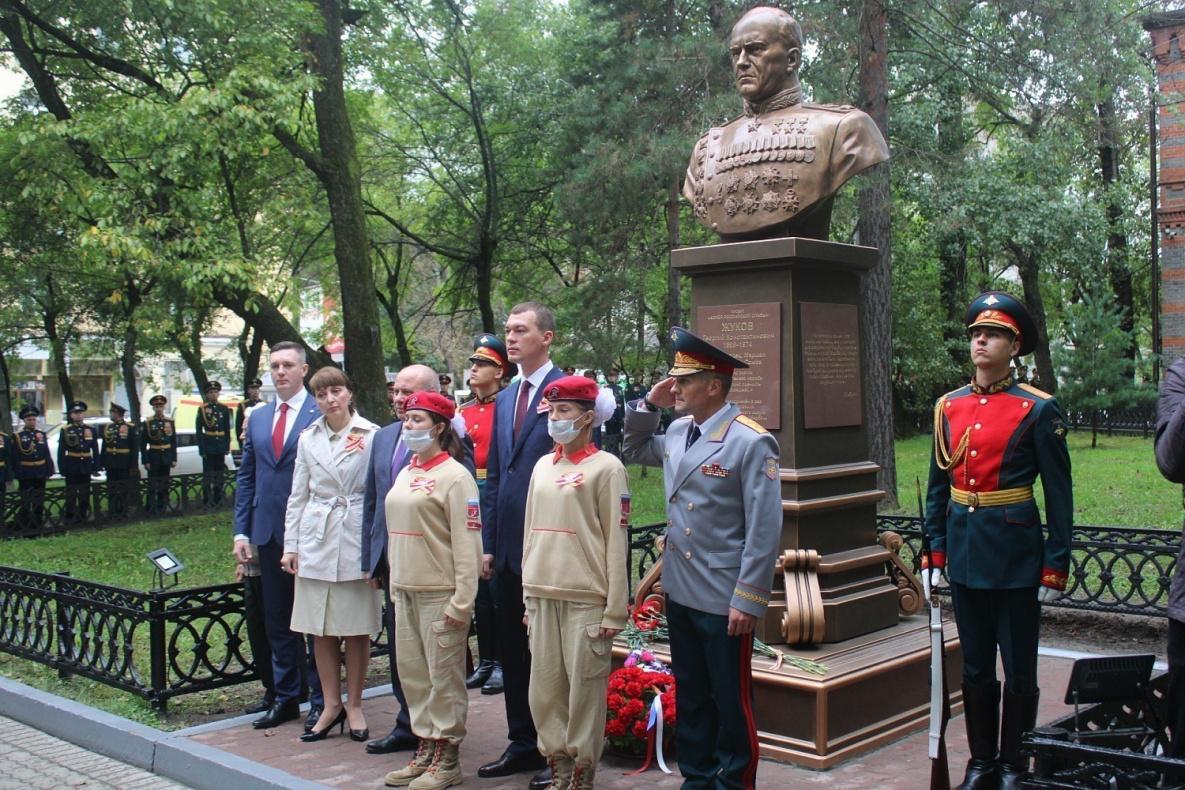 Бюст Маршалу Жукову в Хабаровске