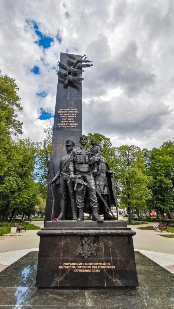 Памятник российский гвардейцам, погибшим при исполнении служебного долга, изготовлен из бронзы на скульптурном предприятии «Лит Арт». Установлен в Рязани в 2019 году.