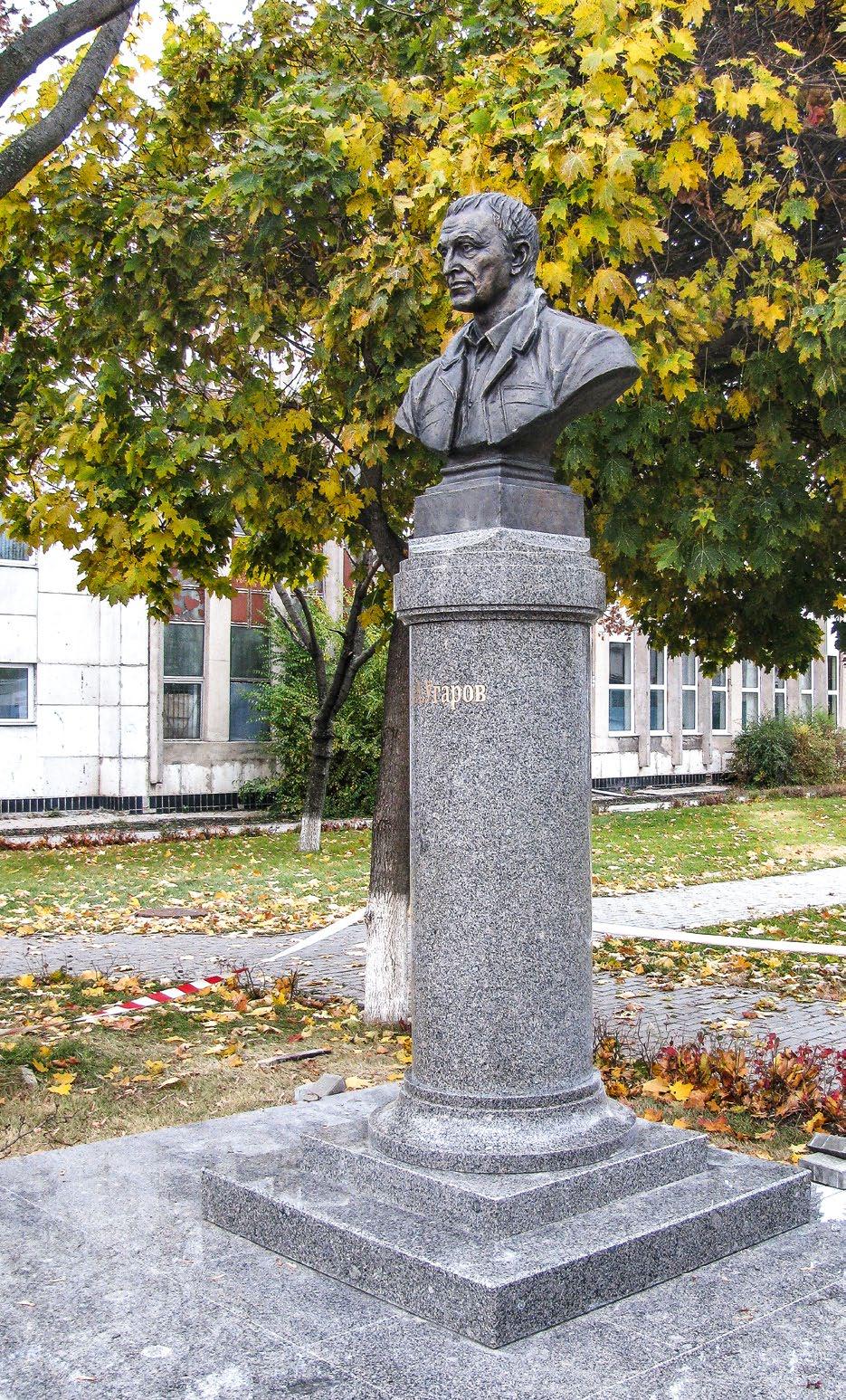 Бюст металлурга Алексея Угарова в Старом Осколе