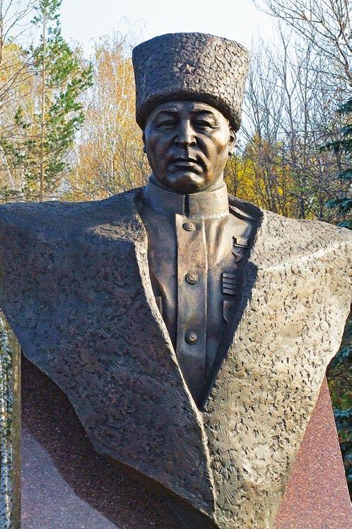 Бюст Героя Советского Союза Тагира Кусимова в Уфе