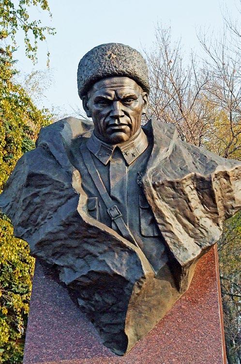 Бюст Героя Советского Союза Минигали Шаймуратова в Уфе