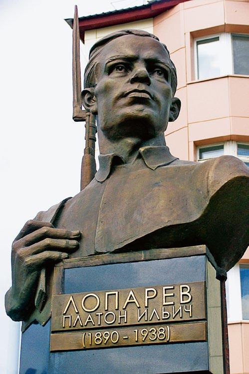Бюст организатора партизанского движения Платона Лопарева в Ханты-Мансийске