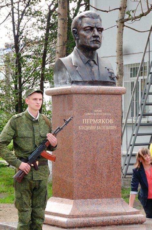 Бюст Героя Советского Союза Владимира Пермякова в Поронайске