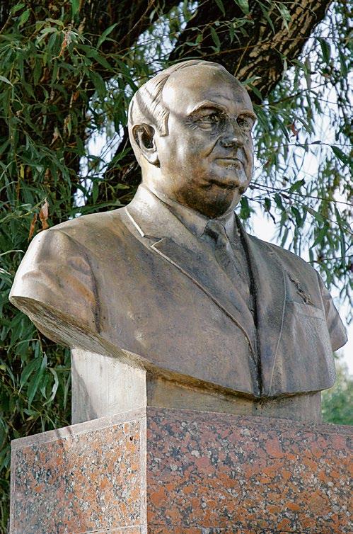 Бюст героя Социалистического Труда   Серпиона Зеленкова