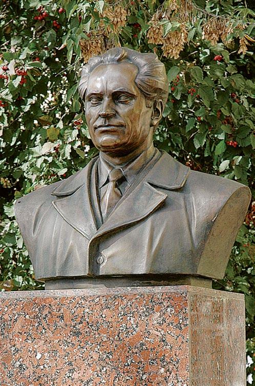 Бюст героя Социалистического Труда  Василия Никитовича Степнова