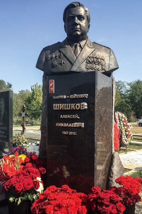 Памятник хирургу Борису Петровскому изготовлен из бронзы на скульптурном предприятии «Лит Арт». Установлен в Москве в 2005 году.