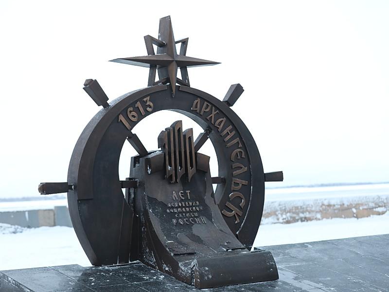 Памятник в честь 400-летия лоцманской службы в Архангельске