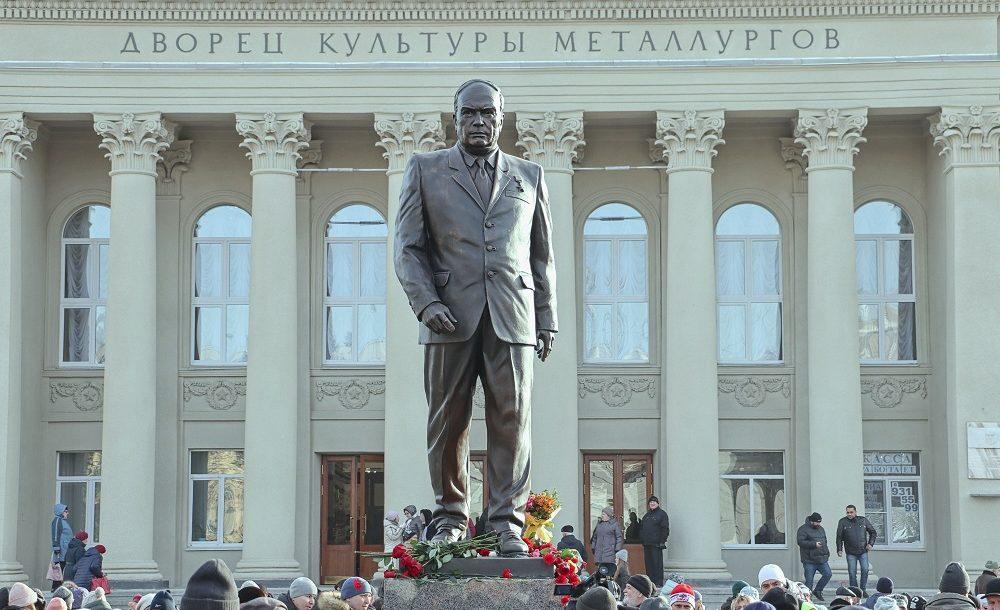 Памятник первому директору Куйбышевского металлургического завода Павлу Мочалову в Самаре