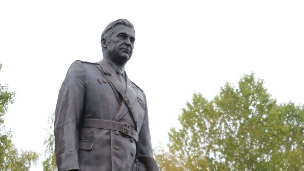 Памятник первому генералу милиции Новгорода Василию Филимоненко | Портфолио