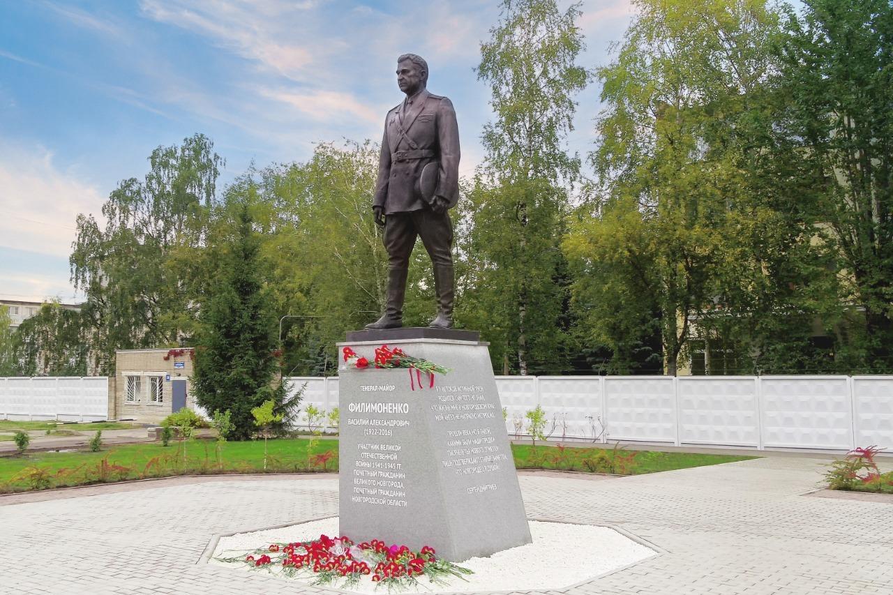 Памятник первому генералу милиции Новгорода Василию Филимоненко