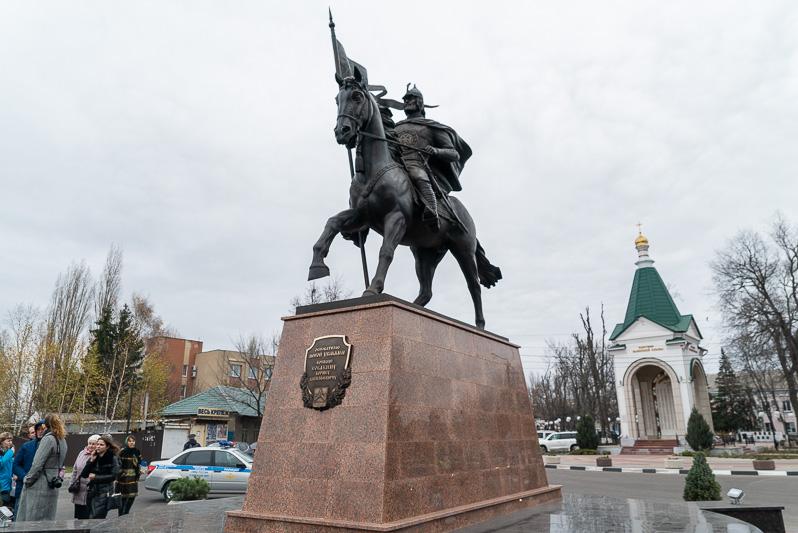 Памятник Борису Собакину в селе Новая Усмань