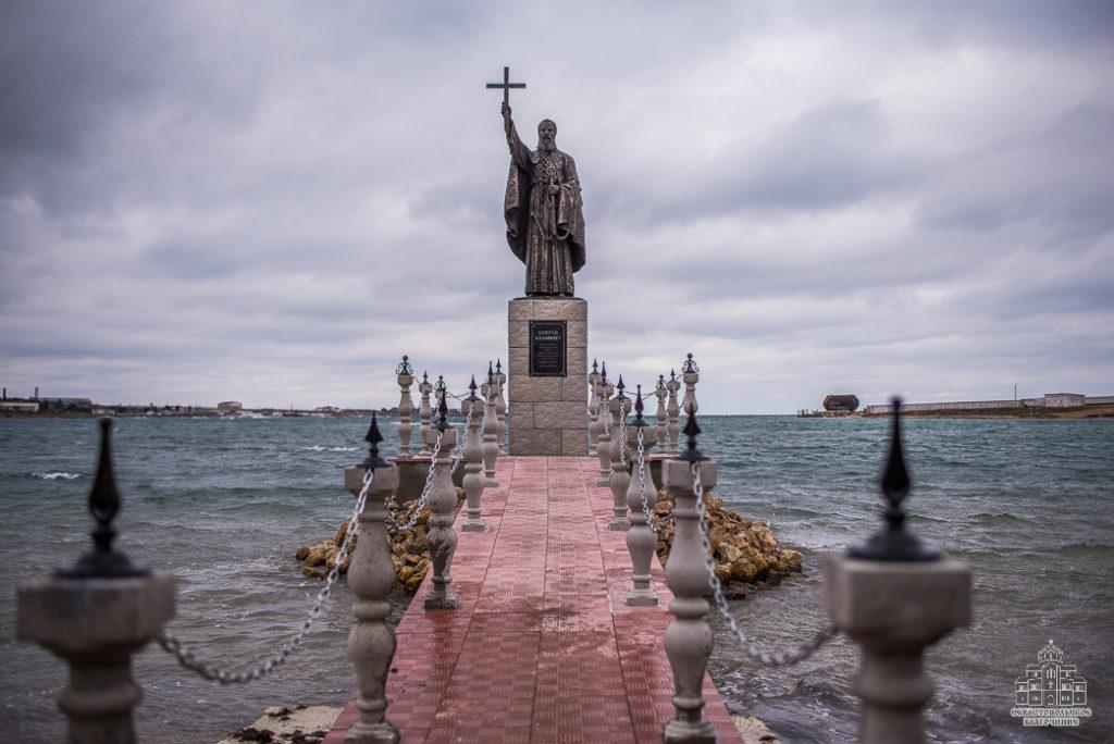 Памятник великомученику Святому Клименту изготовлен из стеклопластика на скульптурном предприятии «Лит Арт». Установлен в Севастополе в 2019 году.