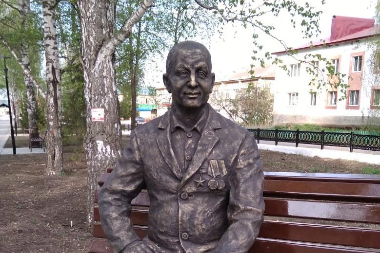 Памятник ветерану в парке Победы в Уфе