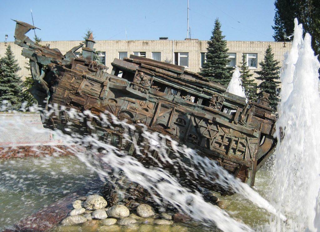 Фонтан «Ноев ковчег» установлен в поселке Мучкапский Тамбовской области в 2008 году. Скульптуры для фонтана изготовлены из бронзы на предприятии «Лит Арт».
