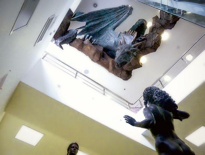 Скульптура «Дракон и три грации» в ТЦ «Галерея Детский мир» в Мурманске | Портфолио