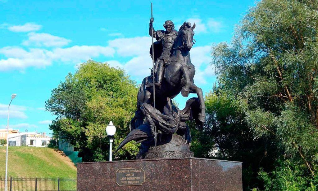 Памятник Георгию Победоносцу изготовлен из бронзы на скульптурном предприятии «Лит Арт». Установлен в городе Бор Нижегородской области в 2018 году.