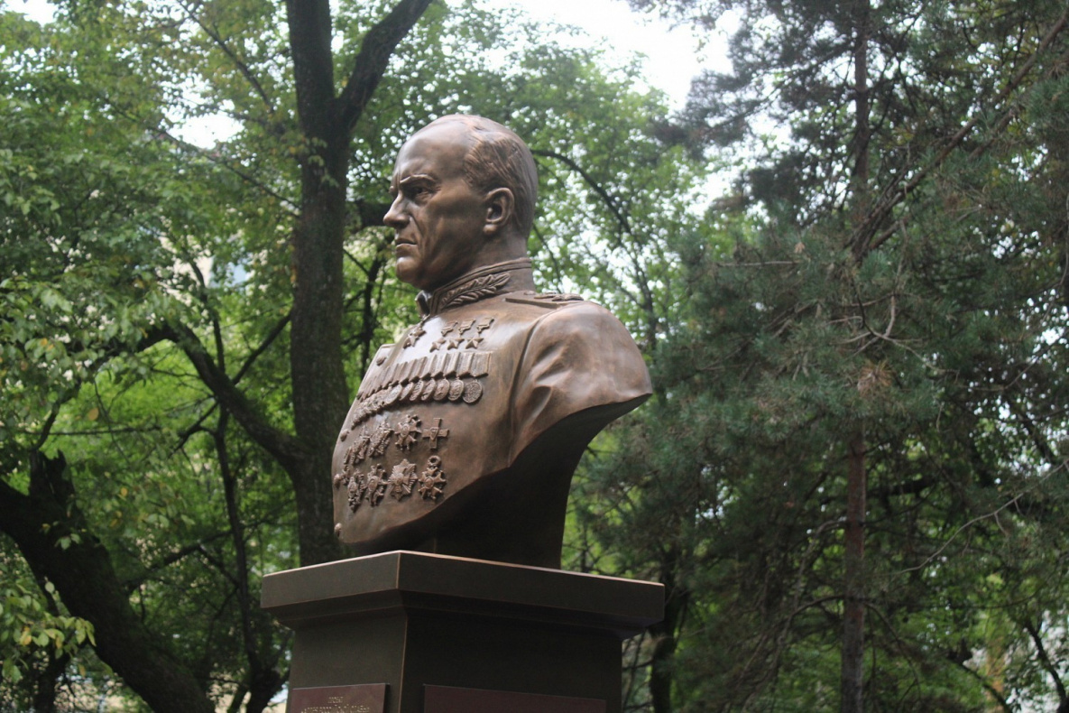 Бюст маршалла Георгия Константиновича Жукова в Хабаровске
